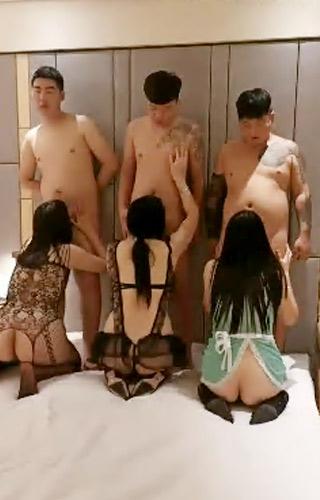 酒店淫乱绿帽换妻群p直播大秀_2